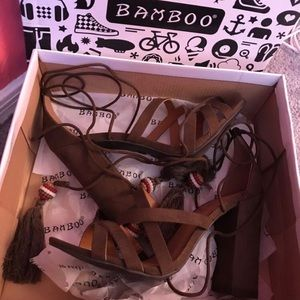 New without tags bamboo high heels 7.5